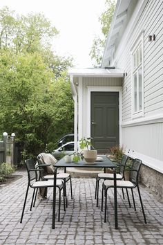 Beautiful nordic home in Finland🖤 Modern Outdoor Living, Outdoor Spaces, Outdoor Decor, Nordic Home, Inside Outside, Backyard, Patio, Old Houses, House Colors