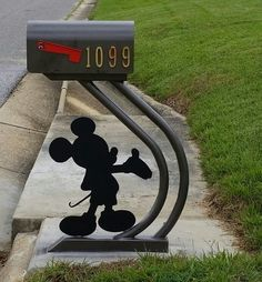 Mickey Mouse Mail Box: I want that!