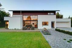 Modern, aber mit Satteldach