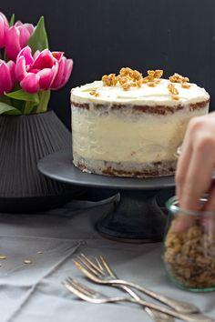 Möhrenkuchen mit Dinkel- und Teffmehl & Frischkäsecremefüllung & Granola-Crunch oben drauf
