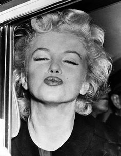Marilyn Monroe MORE KISSES TO EVERYONE!