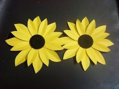 how to make a paper flower tutorial (sunflower) paper crafts coffeecrafts Paper Sunflowers, Easy Paper Flowers, Paper Flower Tutorial, Giant Paper Flowers, Origami Flowers, Origami Tutorial, Diy Flowers, Lotus Flowers, How To Make Sunflower