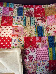 In opdracht gemaakt ! wil je ook een mooie deken in eigen kleuren ? Mail mij je wensen en ik ga het maken !