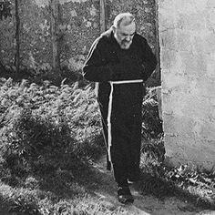 Padre Pio Catholic Catechism, Catholic Prayers, Catholic Saints, Patron Saints, Roman Catholic, St Pio Of Pietrelcina, Spanish Prayers, Miracle Prayer, Holy Rosary