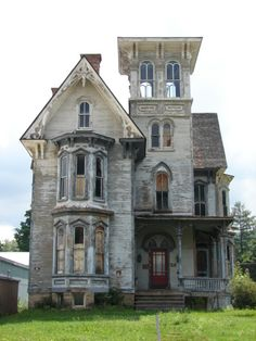 Fixer upper.........LOVE! Can you imagine how great this place could be! Cool tower, too.