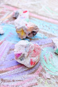 Make chalk rocks out of the leftover bits and pieces of chalk you have lying around! Full tutorial found on @Babble Dabble Do  #chalk #kidsactivities #kidsart