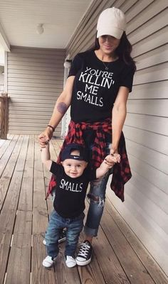 Du bist Killin 'Me Smalls & Smalls Eltern-T-Shirt-Set - Baby boy - Baby Fashion Kids, Baby Boy Fashion, Babies Fashion, Fashion 2018, Toddler Fashion, Fashion Women, Fashion Trends, Mommy And Me Outfits, Kids Outfits