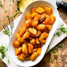 Spicy Garlic Spanish Potatoes | Patatas al Pil Pil Recipe Spicy Recipes, Potato Recipes, Gluten Free Recipes, Pil Pil Recipe, Spanish Potatoes, Main Dishes, Side Dishes, Potato Sides, Garlic