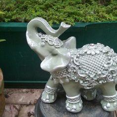 Elefante em gesso. 30cm Cerquinha branca artes