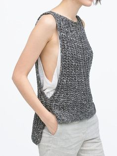 Like the simplicity of this knitted tank - could easily be converted to crochet. Mode Crochet, Knit Crochet, Crochet Blouse, Knitted Fabric, Ärmelloser Pullover, Knitting Patterns, Crochet Patterns, Gilet Crochet, Summer Knitting