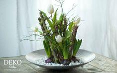 Blumenarragement mit Tulpen und Hyazinthen