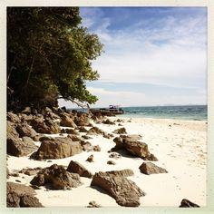 Thaimaan kauneimmat rannat sijaitsevat Krabilla. #Krabi #Thailand #Thaimaa #Aurinkomatkat Thailand, Beach, Water, Travel, Outdoor, Gripe Water, Outdoors, Viajes, The Beach