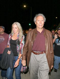 Clint Eastwood - Clint Eastwood Photos - Clint Eastwood at De Re Gallery in West Hollywood - Zimbio Hollywood Icons, West Hollywood, Hollywood Glamour, Actor Clint Eastwood, Scott Eastwood, Beautiful Girl Body, Pretty Woman, Clint Walker, Star Pictures