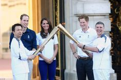 Olympic torch lights up London... and it's absolutely fabulous: Tens of thousands line streets as flame arrives at Buckingham Palace. After traveling nearly 8,000 miles, the Olympic Torch was finally welcomed to Buckingham Palace today (July 26, 2012) signaling the final countdown to the opening ceremony tomorrow. Wills, Kate and Harry are all smiles as they meet torchbearers Wai-Ming Lee and John Hulse in Buckingham Palace. .... Olympics 2012- London, England.