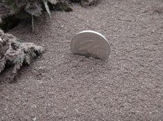 Afectación por caída de ceniza debido a la actividad actual del volcán Tungurahua  Figura 2. Espesor del depósito de ceniza, sector Choglontus. Foto: V. Lema (IG-EPN).