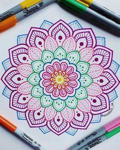 """ hagamos fácil lo difícil y posible lo imposible. _ _ _ _ hagamos fácil lo difícil y posible lo imposible. Mandala Doodle, Mandala Art Lesson, Mandala Artwork, Mandala Painting, Easy Mandala Drawing, Doodle Art Drawing, Zentangle Drawings, Pencil Art Drawings, Zentangle Patterns"