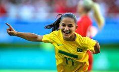 """O país do futebol, de Garrinchas e Pelés, também é coroado por Martas, Cristianes e toda uma geração que nasce dos """"terrões"""" e campos de várzea do reino da bola chamado Brasil. Para celebrar o toque feminino dentro das quatro linhas, a """"Copa Futebol Mulher"""" reúne atletas de 10 equipes, em partida válida pela sexta...<br /><a class=""""more-link"""" href=""""https://catracalivre.com.br/geral/agenda/barato/copa-futebol-mulher-busca-disseminacao-do-esporte-entre-jovens/"""">Continue lendo »</a>"""