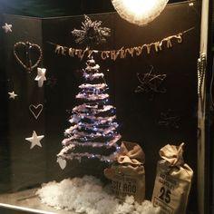 Miss Valentina os desea Feliz Navidad. Queremos celebrar con tod@as vosotr@as estas fechas con un -30% de descuento en textil y calzado! Si buscas un regalo especial, ven a Miss Valentina.