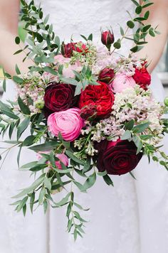 This!... but instead of Red blues and Purples.....Garden rose, ranunculus and lilac