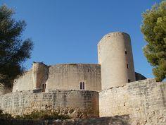 El Castillo de Bellver, museo, prisión y bosque