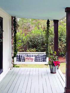 23 Free DIY Porch Swing Plans & Ideas to Chill in Your Front Porch - Interior Pedia Porch Swing Home Depot, Porch Swings For Sale, Balcony Swing, Patio Swing, Porch Garland, Costa, Christmas Porch, Christmas Decorations, Christmas Photos