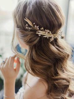 Loose Boho Wedding Hairstyle with Hair Accessories #weddingmakeup