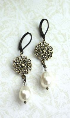 Tiny Floral Filigree Vintage Style Swarovski Cristal Pearls Earrings