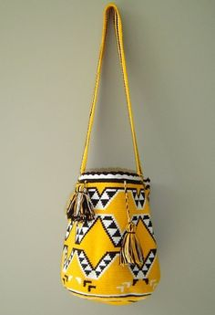 Handwoven Wayuu mochila Bag - Shop luxe quality authentic Wayuu bags - Certified original and ethically sourced - Free domestic and international shipping Mochila Crochet, Bag Crochet, Crochet Purses, Tapestry Crochet Patterns, Tapestry Bag, Boho Bags, Clutch, Knitted Bags, Crochet Accessories