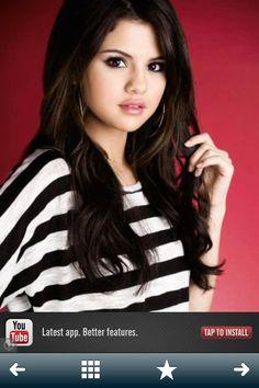 Plain old beautiful Selena