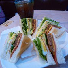 早安!59元總匯三明治+紅茶早餐。Good Morning!  Club #Sandwich plus #Icy #tea USD. 2.00 #breakfast #food #Taiwan