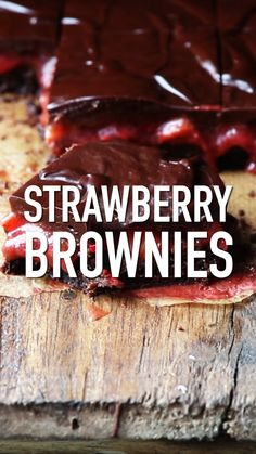 Strawberry Brownies are a combination of super fudgy brownies topped with homemade strawberry filling fresh strawberries and chocolate ganache. Strawberry Brownies by Also The Crumbs Please Fudgy Brownies, Chocolate Brownies, Chocolate Ganache, Homemade Brownies, Chocolate Tarts, Chocolate Covered, No Cook Desserts, Delicious Desserts, Dessert Recipes