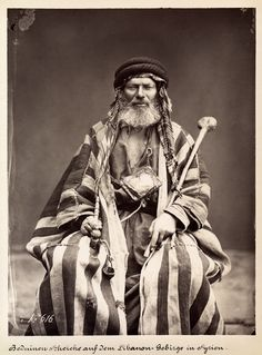 Bedouin Sheik in Lebanon during Ottoman era Dalai Lama, Vintage Photographs, Vintage Photos, Naher Osten, Sword In The Stone, Thinking Day, Le Far West, Arabian Nights, People Of The World