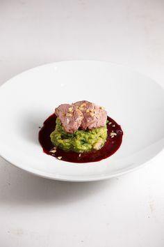 Leckeres Weihnachtsessen: Eine krosse Ente mit Glühwein-Sauce, dazu ein würziger Rosenkohl-Kartoffel-Stampf.