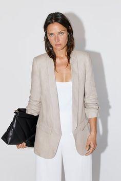 Zara Linen Blazer With Pockets Beige Blazer Outfit, Look Blazer, Zara Outfit, Linen Blazer, Zara Moda, Blazer Outfits For Women, Fall Outfits, Black Slip Dress, Zara Fashion