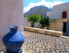 Blue pot and pebbled traditional pavement. Olive Oil Jar, Greek Blue, Medieval Castle, Terracotta Pots, Conceptual Art, Pavement, Greek Islands, Garden Inspiration, Design Inspiration