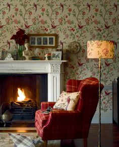 wallpaper laura ashley summer palace cranberry wallpaper more dining English Living Rooms, English Cottage Interiors, Sala Vintage, Deco Boheme Chic, Sweet Home, English Country Decor, Country Farm, Cottage Living, Cottage Style