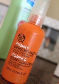 Top 10 Skin Secrets from Beauty Expert Heather Clarey The Body Shop Vitamin C: face refreshing spray for your face in the morning and after sports or a nap! The Body Shop, Body Shop At Home, Skin Secrets, Beauty Secrets, Beauty Tips, Beauty Products, Free Products, Beauty Skin, Health And Beauty