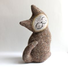 smiling cat, plush folk wool (french toast cat) [Marjji Etsy shop]