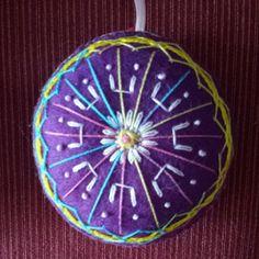 mandala violeta bordada