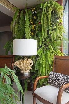 Já pensou em decorar seu ambiente com uma linda parede verde? Traga vida pro seu apartamento com o Jardim Vertical Canguru! Paisagismo Cornélia Von Ammon
