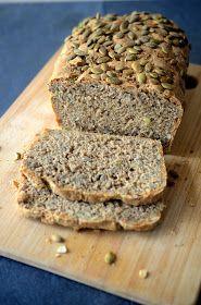 Chleb żytni razowy na drożdżach ze słonecznikiem i pestkami dyni