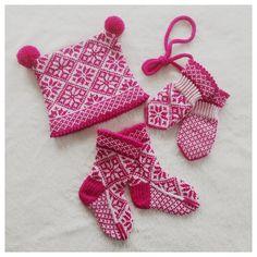 Ravelry: Veslekari sett pattern by Lill C. Crotchet, Knit Crochet, Mittens Pattern, Fair Isle Knitting, Knitting Projects, Knitting Ideas, Crochet Clothes, Ravelry, Throw Pillows