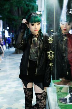 Japanese #Goth girl with green hair b l o o m z y  Photo taken from http://blooomzy.tumblr.com