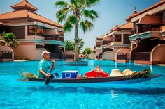 Stay cool with this sailing bar at the pool of the Anantara Dubai The Palm Resort & Spa
