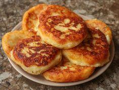 Vynikajúci recept na rýchle a veľmi chutné placky zo zemiakov, so syrom a šunkou.Recept z YouTube je o to zaujímavejší, že na jeho prírpavu netreba strúhať zemiaky a nemusíte používať ani strúhanku či múku.Potrebujeme:250 g … Bagel, Hamburger, Pancakes, Muffin, Bread, Breakfast, Food, Food And Drinks, Morning Coffee