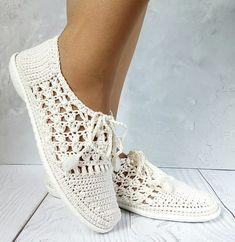 Crochet Sandals, Crochet Boots, Crochet Slippers, Diy Crochet, Crochet Clothes, Crochet Shoes Pattern, Crochet Headband Pattern, Shoe Pattern, Knit Shoes