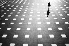 Majestuosas Fotografías de Calle en Blanco y Negro por Junichi Hakoyama