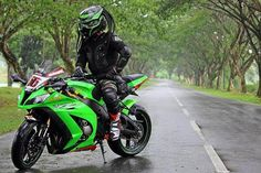 Repost via @doctorhelmet _________________________________ #ducati #honda #motorcycle #cbr #yamaha #instabike #gsxr #instamotogallery #bikersofinstagram #caferacer #r6 #wheelie #Indonesia #kawasaki #bikelife #motogp #streetbitches #motorbike #ironman #ironmanhelmet #hayabusa #helmetstore #harleydavidson #awesome #z1000 #panigale #instamotorcycles #malaysiaonlineshop #softtail by doctorhelmetid