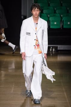 See all the Collection photos from MSGM Spring/Summer 2020 Menswear now on British Vogue Gucci Fashion, Fashion Editor, Mens Fashion, Vogue Paris, Young T, Ford Models, Fashion Show Collection, Msgm, Mannequins
