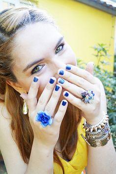 Blue nails and fresh makeup !